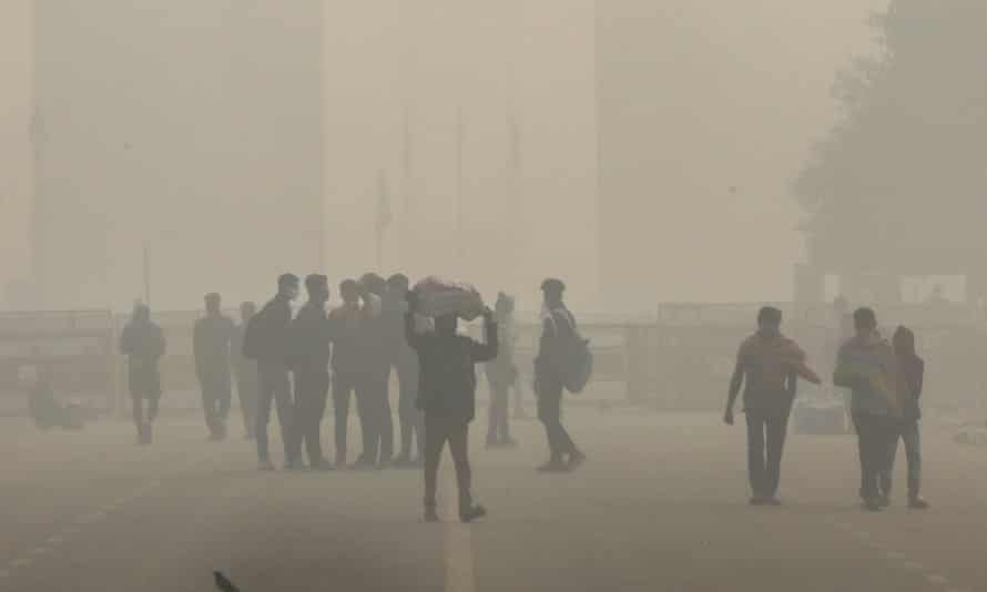 Poor air quality in New Delhiepa08810677 Indian people commute as the city is engulfed in heavy smog, at Rajpath in New Delhi, India, 10 November 2020. According to doctors, the extreme pollution in the city could aggravate the ongoing COVID-19 coronavirus situation in the city. Also, the National Green Tribunal (NGT) imposed a total ban on sale or use of all kinds of firecrackers in the National Capital Region (NCR) up to 30 November for the upcoming Diwali festival. EPA/RAJAT GUPTA