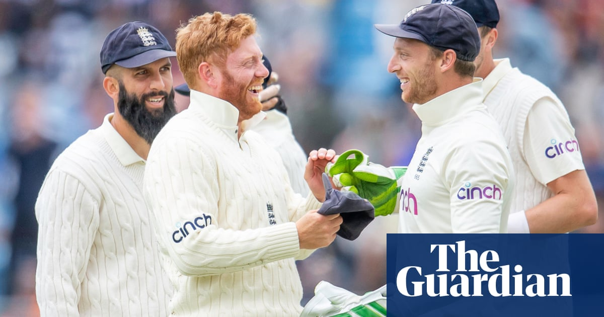 Jonny Bairstow's quick reflexes show he could reclaim keeper's gloves