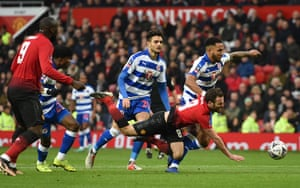FBL-ENG-FACUP-MAN UTD-READINGManchester United's Juan Mata hits the deck after being fouled by Reading's Omar Richards (second left) and the referee points to the spot.