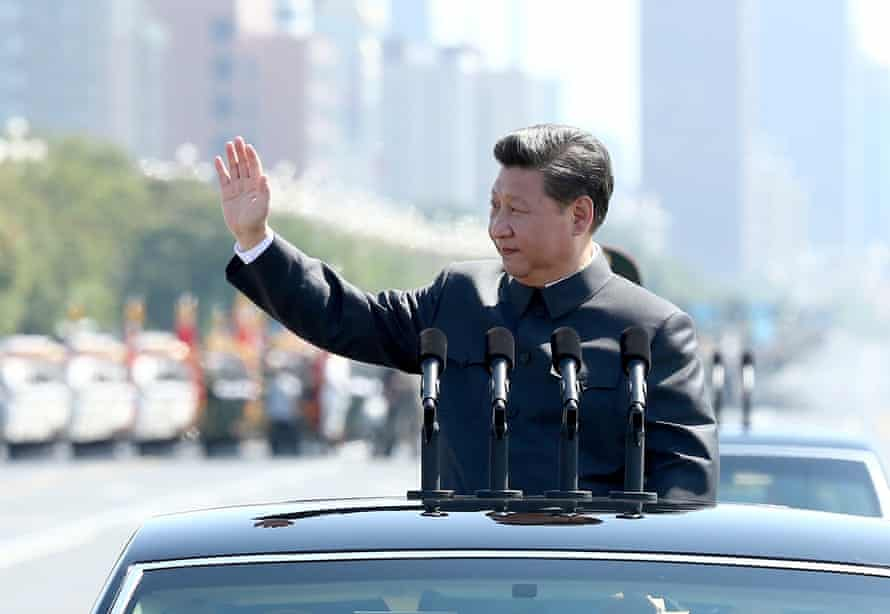 Chinese president Xi Jinping inspects troops.