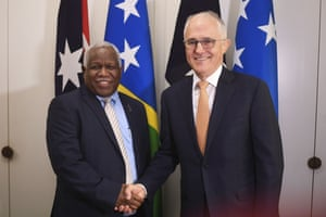Prime minister of the Solomon Islands, Rick Houenipwela, and Australian prime minister, Malcolm Turnbull, shake hands