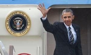 Barack Obama waves