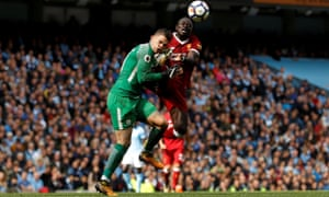 Sadio Mané catches Ederson in the face, resulting in a red card for the Liverpool player in the defeat at Manchester City