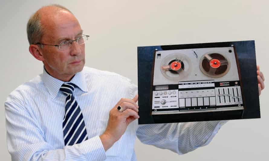 Detective chief superintendent Detlef Puchelt shows a picture of the tape recorder that was used as evidence.