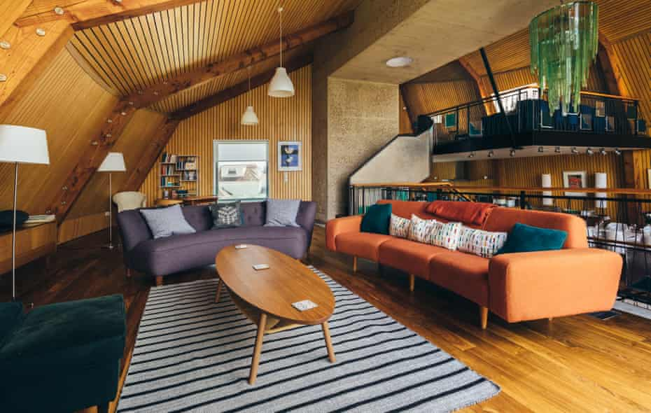 The Houseboat Poole Lounge Split Levels Award Winning Holiday Property