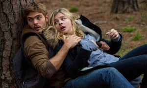 Alex Roe and Chloe Grace Moretz in The 5th Wave.