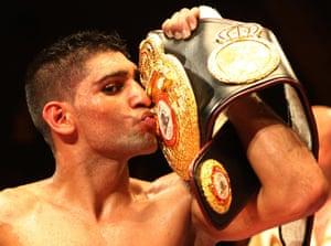 Khan kisses his belt as he celebrates victory over Andreas Kotelnik.