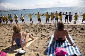 活动人士抗议巴塞罗那的大众旅游。
