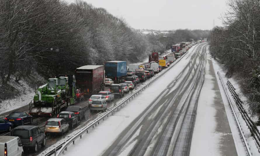 Traffic on one side of the M80 near Falkirk