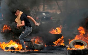 Palestinians protesters