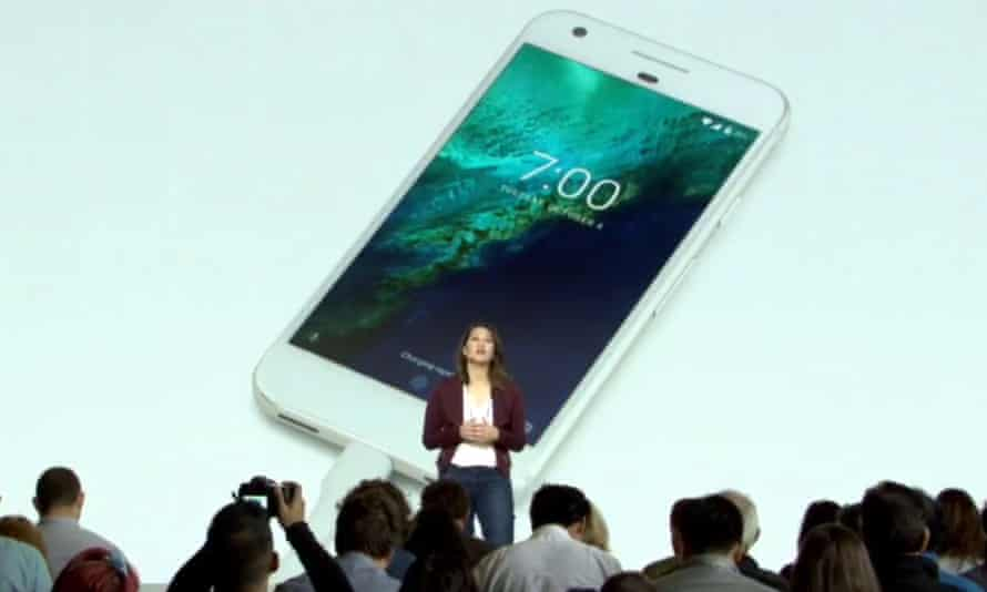 Sabrina Ellis speaks about the Pixel's quick charging - 7hrs in 15mins - at the Google launch event