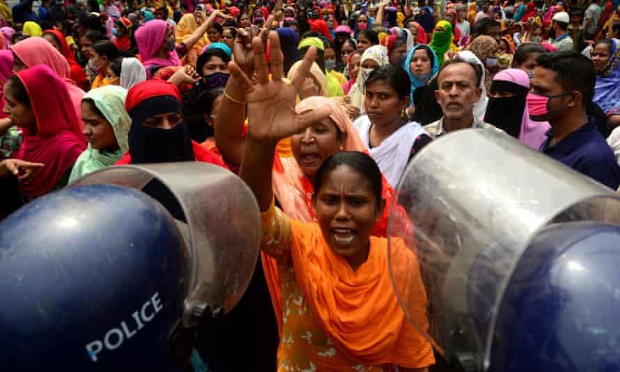Garment workers protest in Dhaka in March 2021