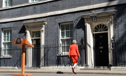 Theresa May walks back into No 10 after addressing the media to announce her resignation on 24 May 2019.