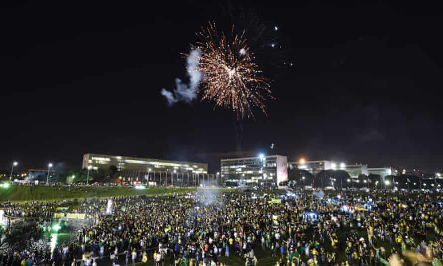 Protesters outside the Planalto presidential palace in Brasilia on 17 March.