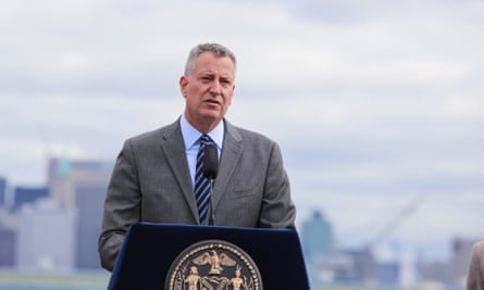 Mayor Bill de Blasio is calling on city pensions to divest from coal companies.