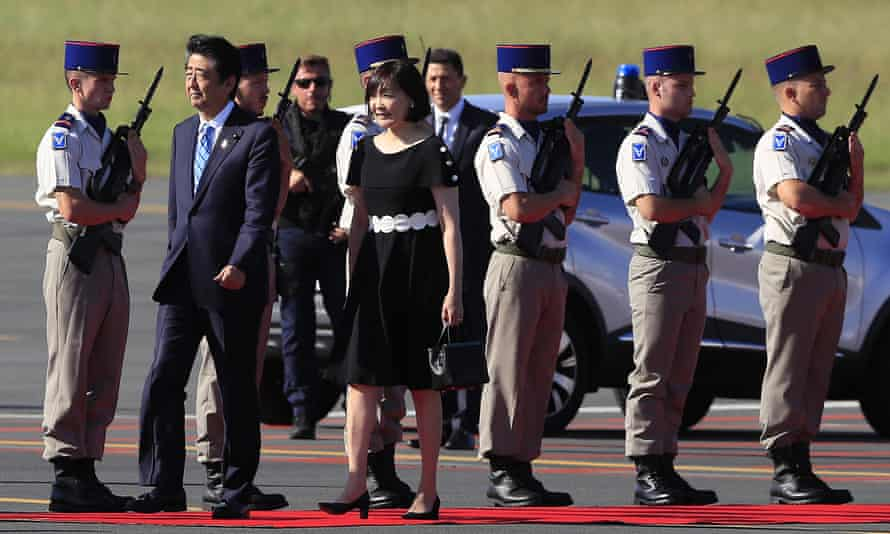 The Japanese prime minister, Shinzo Abe, and his wife, Akie, arrive at the airport in Biarritz.