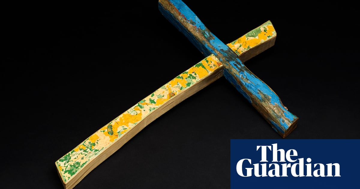 Lampedusa cross made from capsized refugee boat to tour England