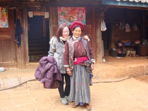 Choo Waihong with a Mosuo matriarch.