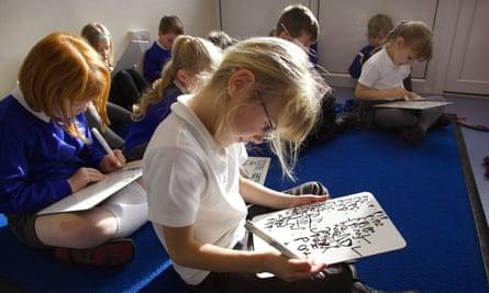 Phonics reading classes at a primary school in Devon, UK