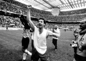Vialli and Sampdoria celebrate after the final whistle.