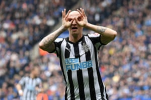 Jonjo Shelvey celebrates scoring the opener, helping Newcastle win 2-1 against Leicester City at the King Power Stadium.