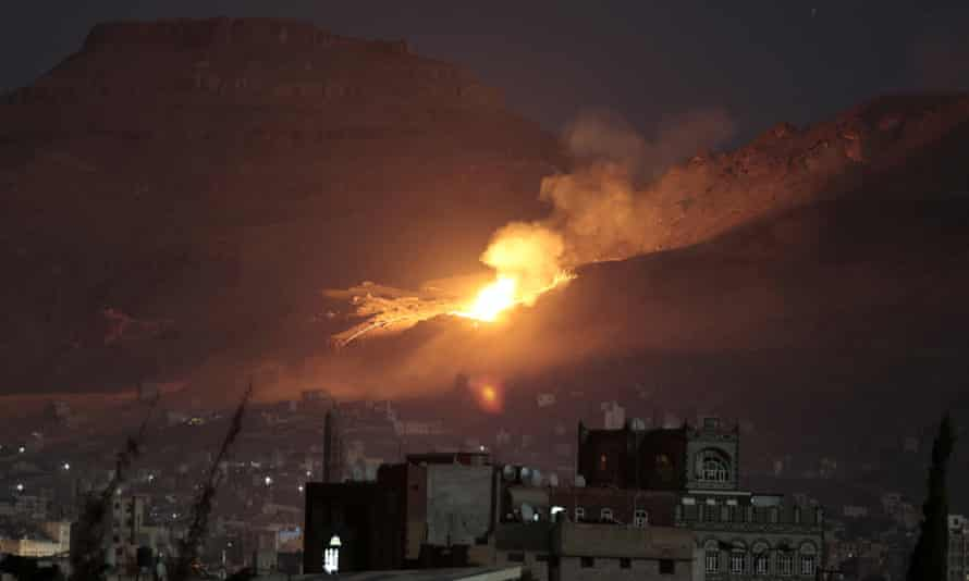 Fire and smoke rise after a Saudi-led airstrike hit a site believed to be one of the largest weapons depots on the outskirts of Yemen's capital, Sanaa, 14 October, 2016.
