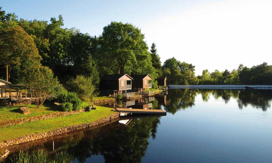 Cabins by the water at Parenthèses Imaginaires