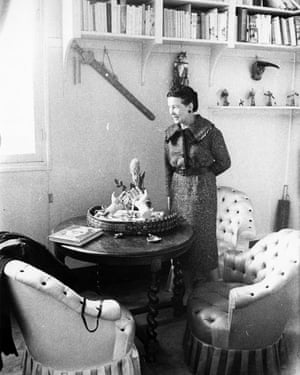 Simone de Beauvoir by the model of Sartre's hands, which she decorated.