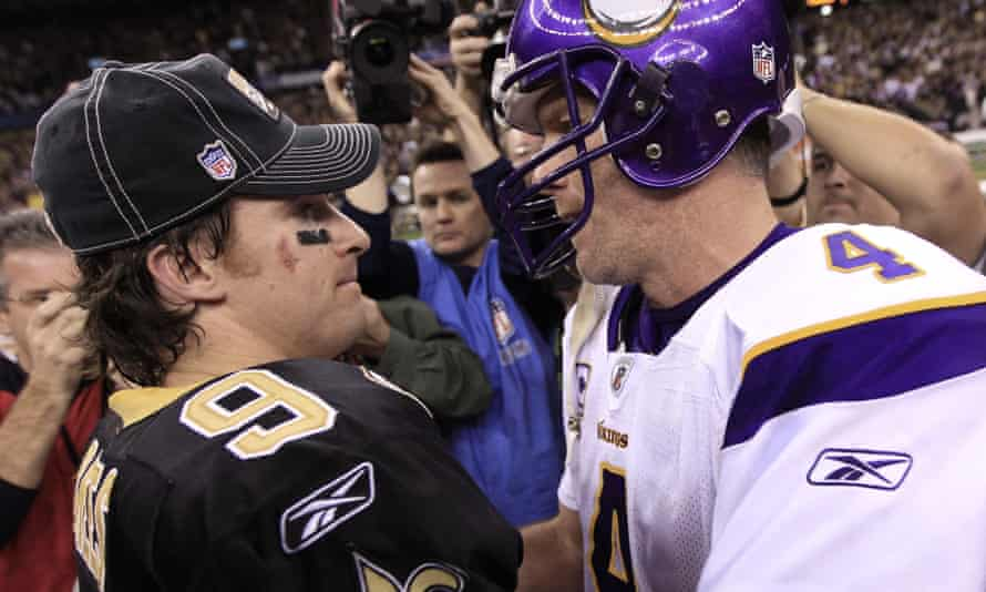 Brett Favre (4) congratulates Drew Brees after a playoff game in 2010. The two now charge hundreds of dollars for a video message on Cameo