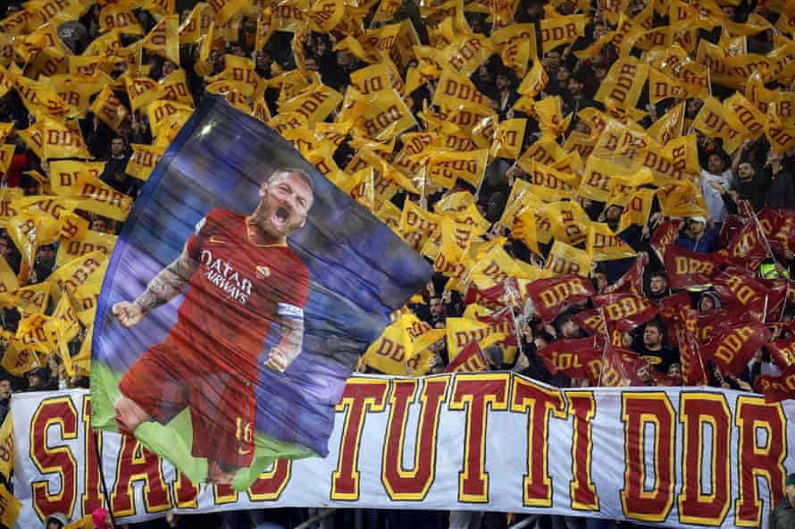 Roma supporters pay tribute to Daniele De Rossi.