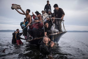 General News, first prize, stories - Sergey Ponomarev - Reporting Europe's refugee crisis: Refugees arrive by boat near the village of Skala on Lesbos, Greece