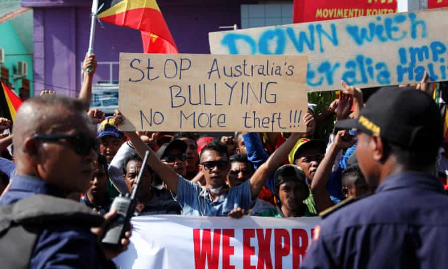 Students hold placards during a protest outside the Australian embassy in Dili, Timor-Leste, on 22 March 2016, demanding Australian and Timor-Leste resolve a boundary dispute.