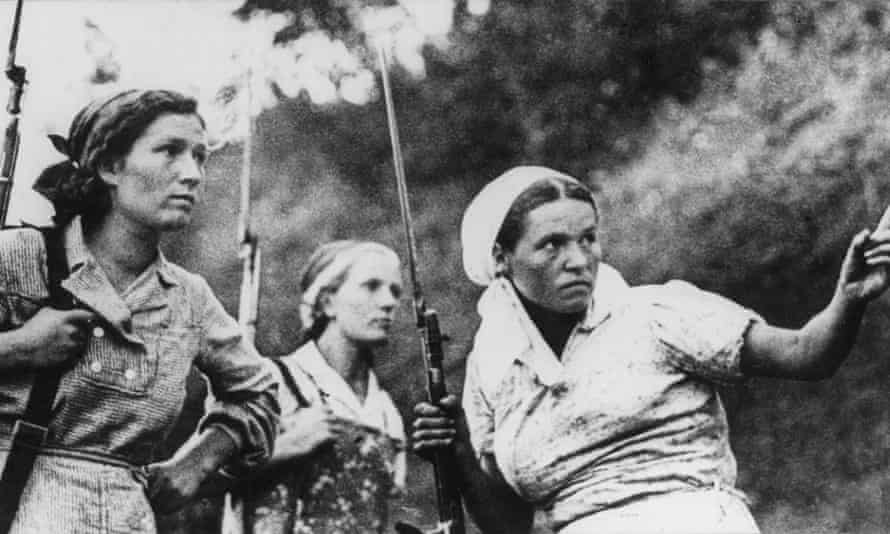Soviet guerrillas armed with rifles and bayonets during the second world war.
