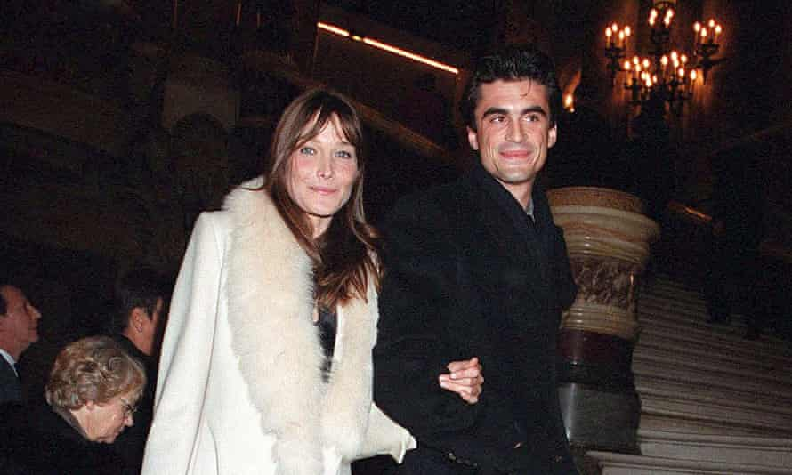 Carla Bruni with Raphael Enthoven at the Garnier opera in 2002.