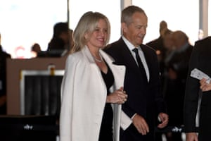 Former Labor leader Bill Shorten and wife Chloe arrive to pay tribute.