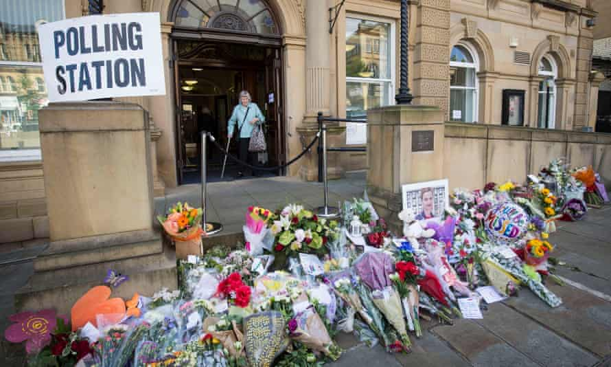 Tributes to Jo Cox at Batley Town Hall