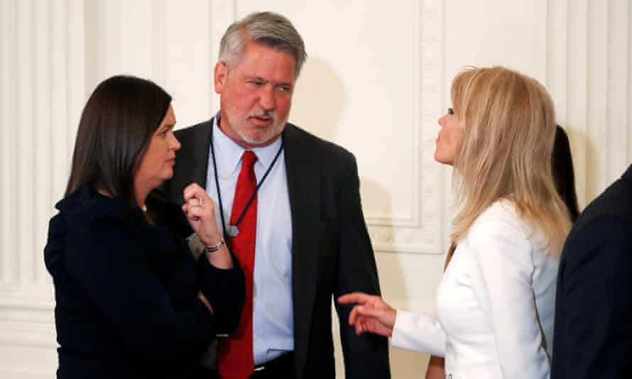 Bill Shine talks with Sarah Sanders and Kellyanne Conway at the White House.