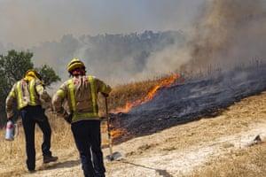 Tarragona, Spain Firefighters try to extinguish a wildfire in Palma d'Ebre, near Tarragona