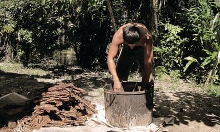 Making ayahuasca