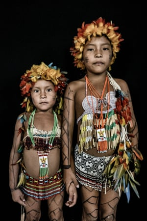 The two granddaughters of Shaman Mariana, Doani, five years old, and Yamili, seven. Both are Macuxi and have been chosen by their grandmother to learn how to cure with the traditional medicine of the Macuxi people