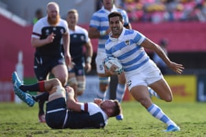 Argentina's centre Jeronimo de la Fuente runs to score a try.