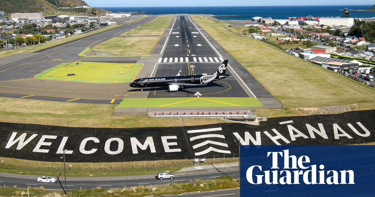 New Zealand airport worker tests positive to Covid on second day of travel bubble