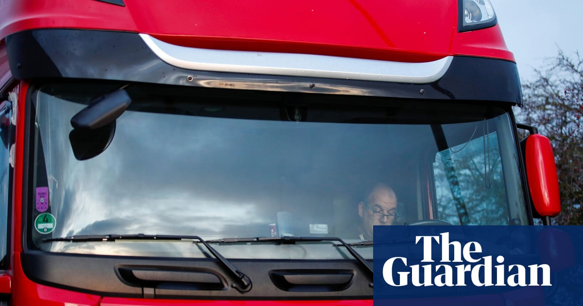 Lorry driver shortage: UK government and retailers in emergency talks