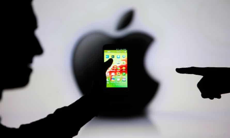 samsung phone and apple logo
