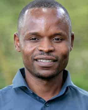 گیفت مهلانا از دانشگاه ایالتی میدلندز ، زیمبابوه ، در حال توسعه روش های جذب کربن است.