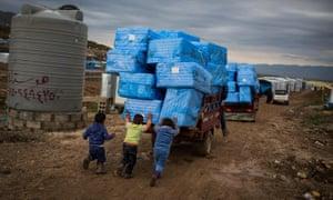 Kids push aid truck in Iraq