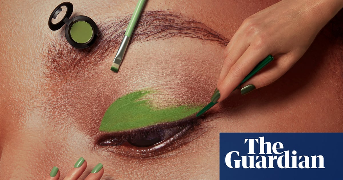 Green: how to wear the colour of the season