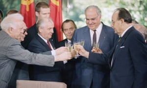 Hans-Dietrich Genscher, far right, drinks a toast with German and Soviet leaders - from left, Eduard Shevardnadze, Mikhail Gorbachev and Helmut Kohl - after signing a joint declaration of friendship and cooperation in Bonn, 1989.