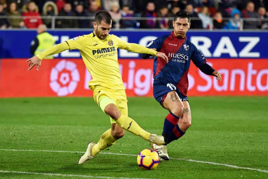 Huesca's Ezequiel Avila keeps tabs on Manu Trigueros.