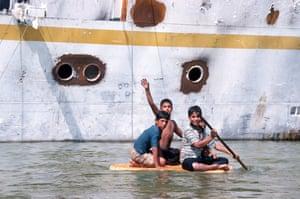Iraq. Shatt al arab near Basra. Boys and Saddam Hussein's damaged yacht al-Mansur
